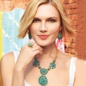 Stella and Dot Charlize Bib Necklace